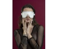 Маска закрытая с заклепками Feral Fillings - Blindfold Mask белая